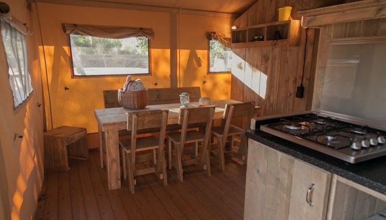 safaritent_sanitair_woonruimte_keuken.jpg