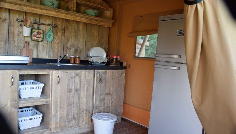 roma_flash_bracciano_safaritent_keuken.jpg