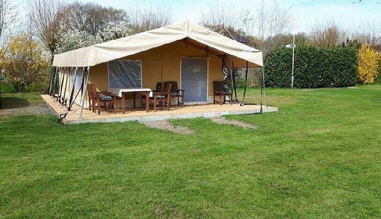 camping_borken_am_see_safaritenten_zonder_badkamer_exterieur.jpg