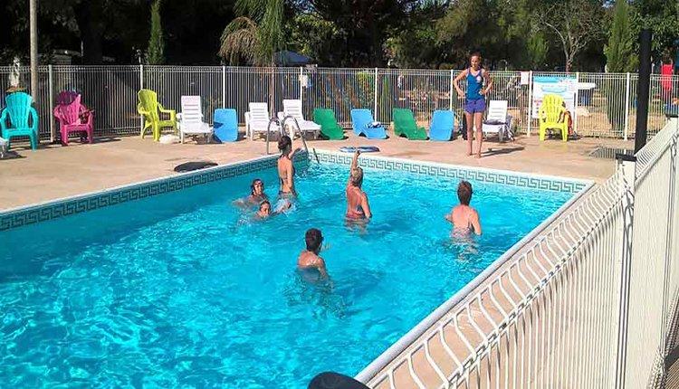 Camping Mas de Mourgues zwembad met aquagym