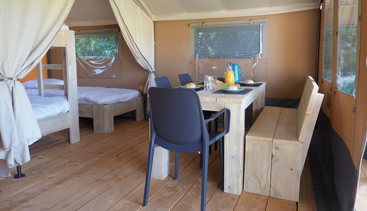 Budget Glamping Safaritent woongedeelte
