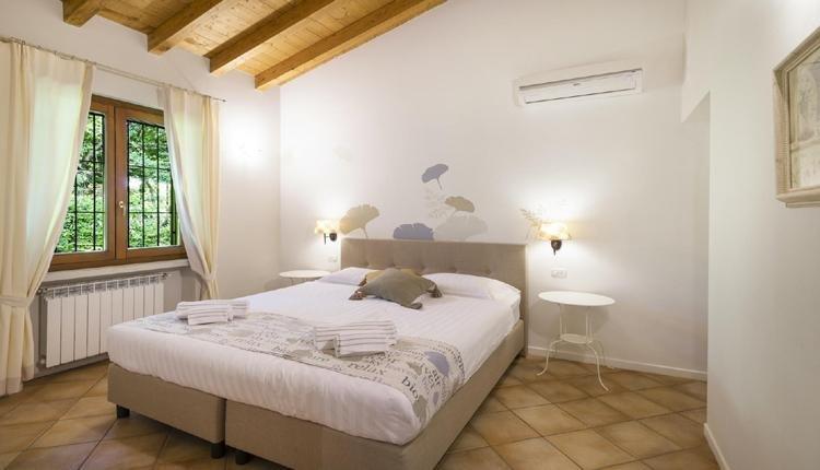 Viletta Carpino master bedroom