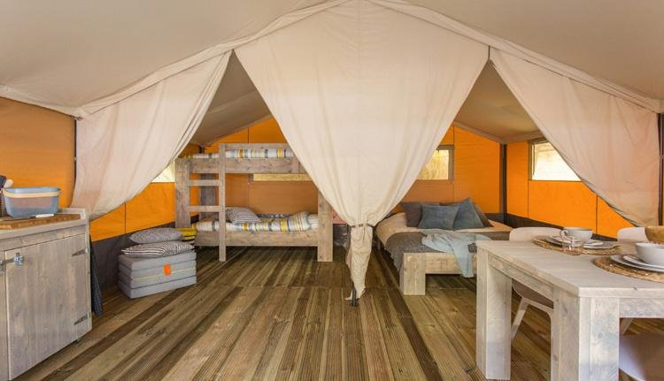 Budget Glamping Safaritent interieur